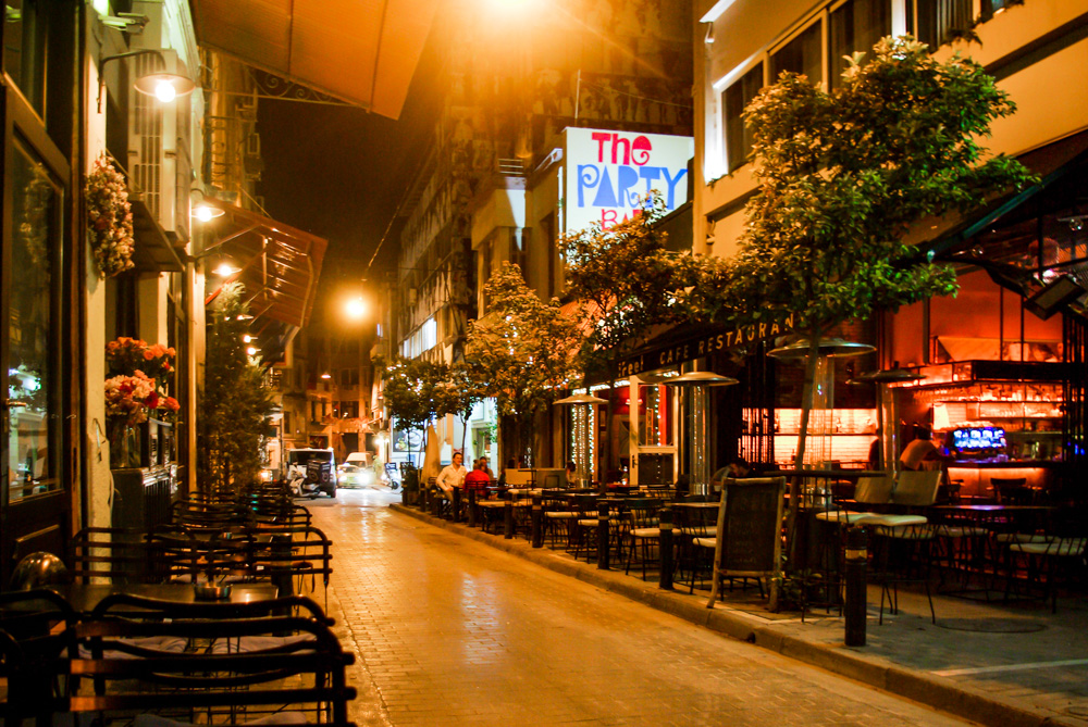 Athens by night - The Athenian Girl